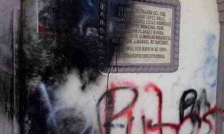 Encapuchados 'bandalizan' palacio municipal de Altotonga (VER VIDEO)