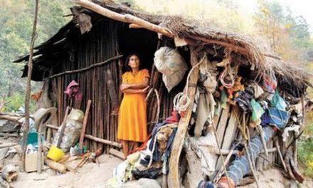 En una década el número de pobres en México pasó 49 a 52 millones: Coneval