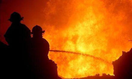 Incendio en patio de almacenamiento de material reciclable