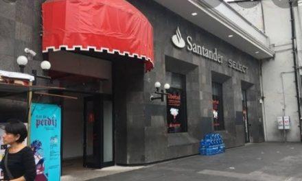 Cajeros de Santander de Ávila Camacho retienen tarjetas