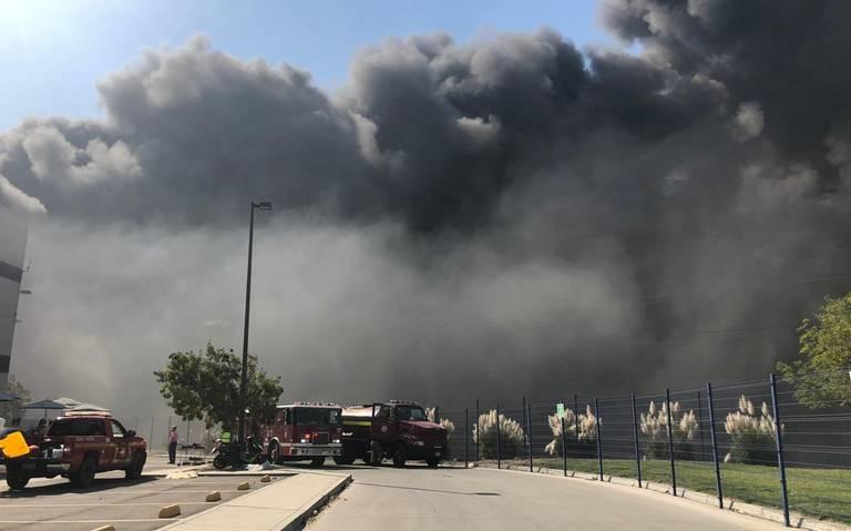 Arde fábrica en el Bulevar 2000 de Tijuana (VER VIDEO)