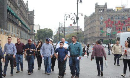 Llegan la familia LeBarón a Palacio Nacional