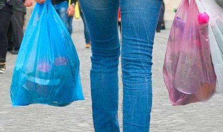 Empresarios pedirán prórroga para prohibir el uso de bolsas de plástico