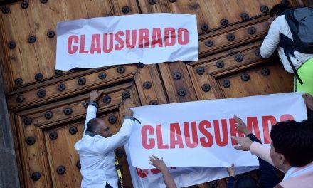 Mujeres protestan por recorte al Fucam; «clausuran» Palacio Nacional