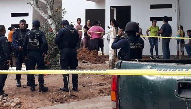 Ejecutan a Jorge Baruch Custodio, ex alcalde de Soconusco, al sur del estado,cuando supervisaba obras de construcción cerca de su domicilio.