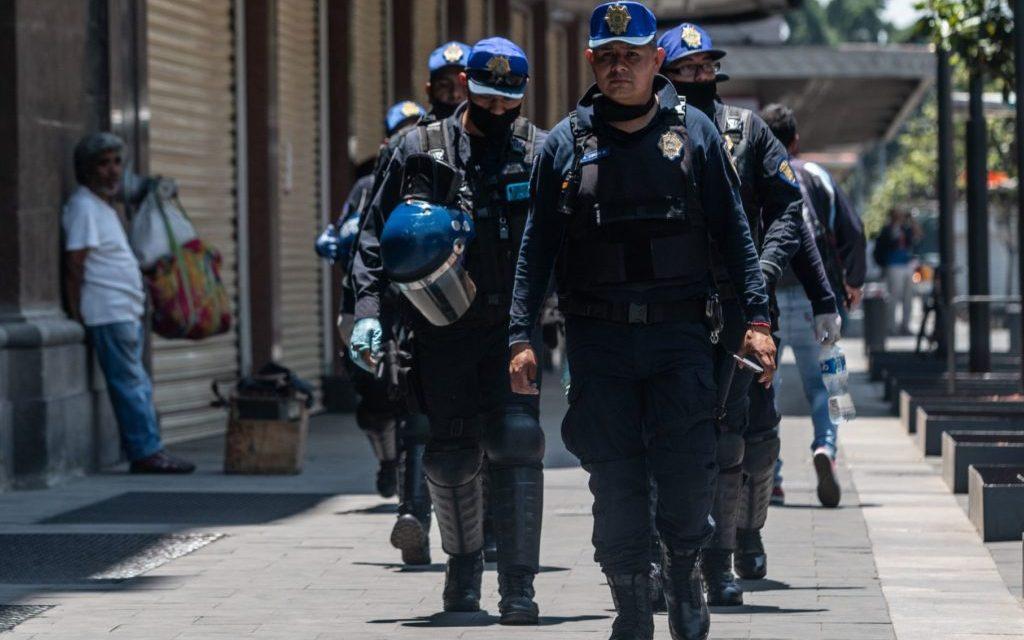 Policía protege a niños en medio de balacera en calles del Centro Histórico (+video)