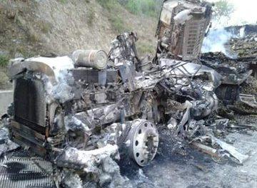 Accidente en el kilómetro 233 de la autopista Mexico- Tuxpan, se trata de un camión que fue consumido por las llamaS