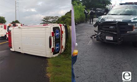 Una patrulla de la Fuerza Civil chocó contra una ambulancia de Petróleos Mexicanos (Pemex)