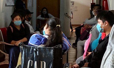 Hospital en Coatepec sin respetar protocolos sanitarios genera riesgo de contagios por COVID-19