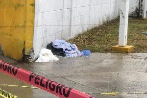Tiran desechos quirúrgicos al aire libre en colonia de Veracruz