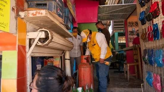 Supervisa DIF municipal y PC de Acayucan, buen funcionamiento en tanques de gas de locales del mercado Vicente Obregón