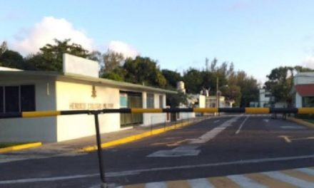 Roban escuela que esta bajo vigilancia militar.