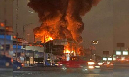 Evacuan a 250 por incendio en avenida Universidad; dejan sin luz a 31 mil