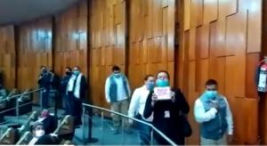 Docente interpela al Secretario de Educación de Veracruz Zenyazen Escobar durante su comparecencia en el recinto legislativo, denuncia robo de plazas, amenazas de muerte, justicia y violencia de género / Rigoberto Suárez @lopezobrador_ @ZenyazenEscobar @l