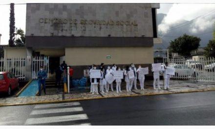 Denuncian pasantes del IMSS en Orizaba que les han negado la vacuna anticovid