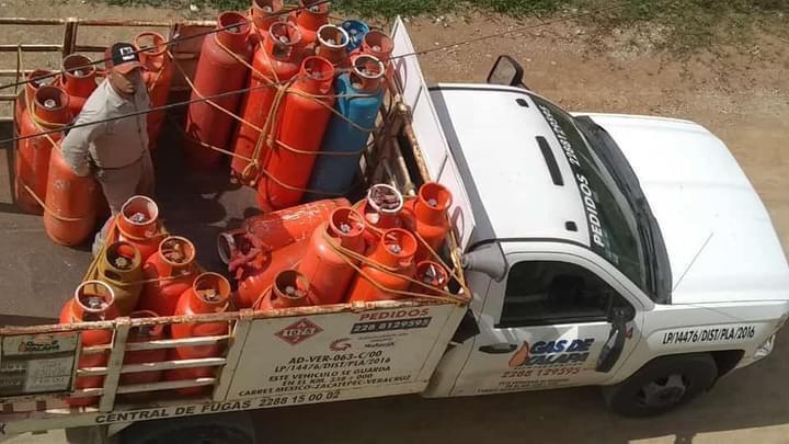 SOPRENDEN A EMPLEADOS DE GAS XALAPEÑO ORDEÑANDO TANQUES